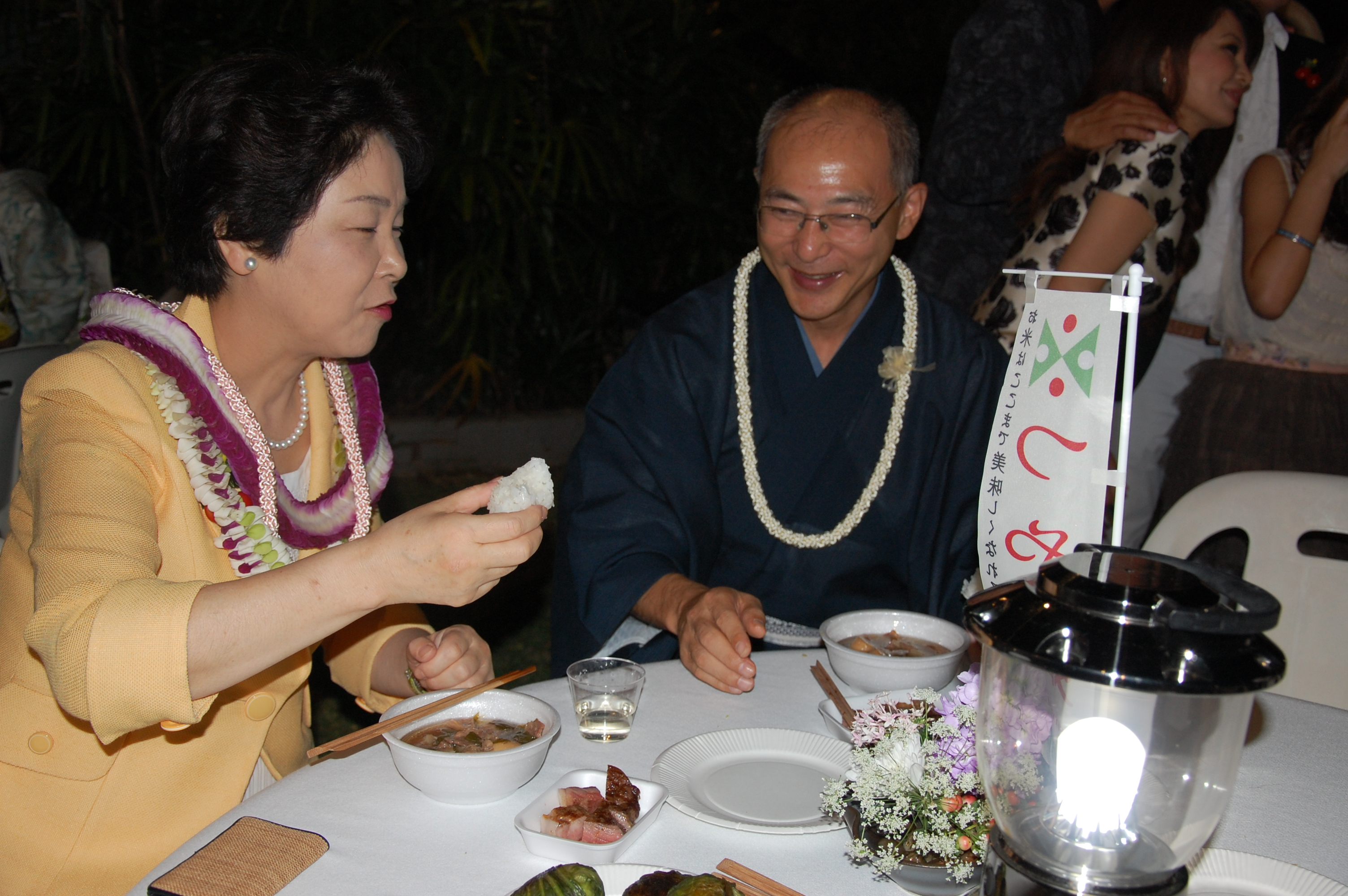 Photo of Yamagata Gov. Mieko Yoshimura and Consul General Yasushi Misawa