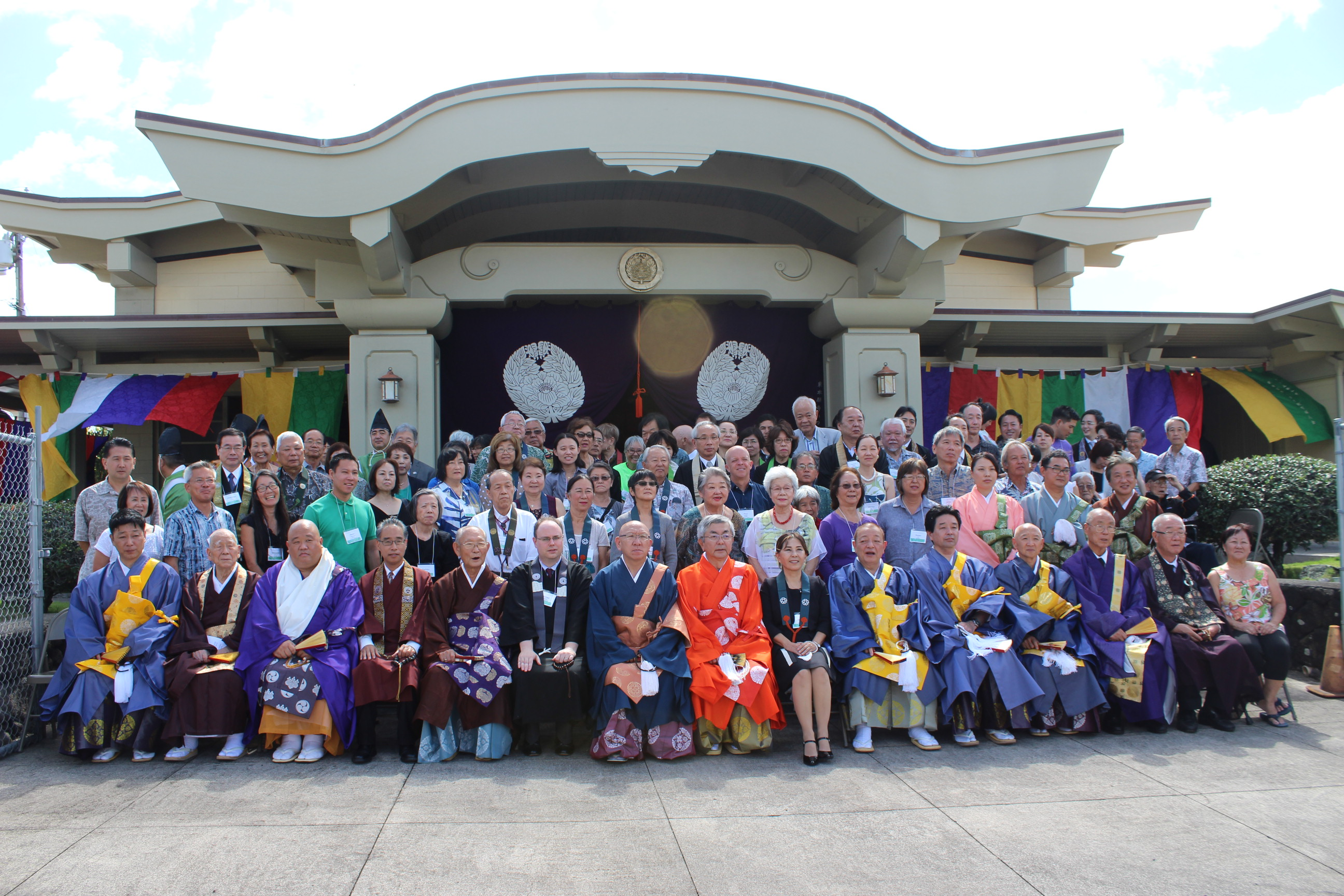Photo of Ministers and members of Higashi Hongwanji temples in Hawai'i