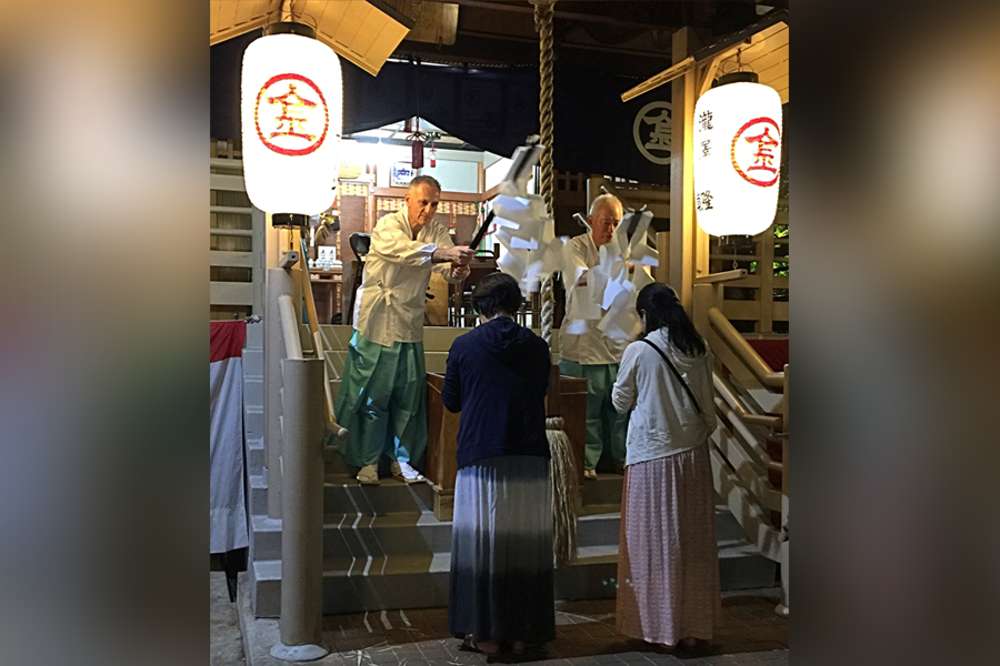 Photo of New Year blessings at Hawaii Kotohira Jinsha – Hawaii Dazaifu Tenmangu. (Courtesy photo)