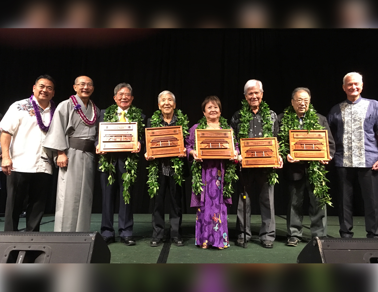 "Group Photo of Hawaii United Okinawa Association (HUOA) 2016 ""Legacy Award"""
