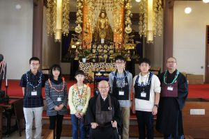 Photo of the students visiting with Bishop Shugen Komagata of the Soto Mission of Hawaii at the main temple in Nu'uanu