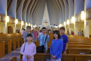 Photo of the students after a mass at St. Augustine by the Sea Catholic Church in Waikïkï.