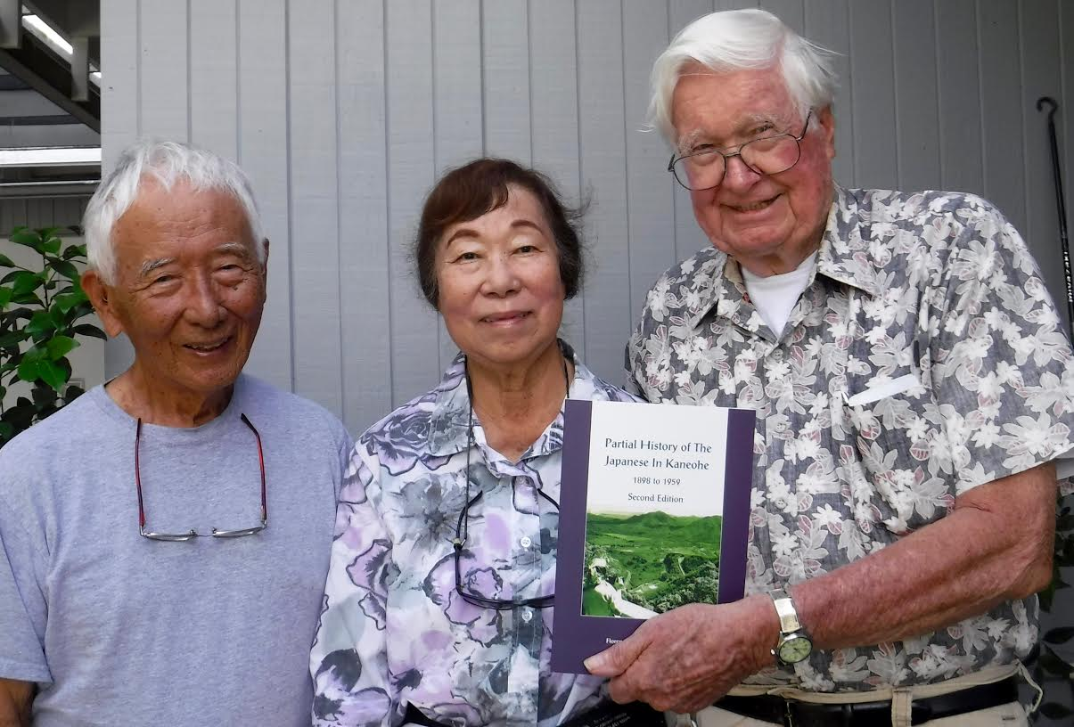 Group photo fo Käne'ohe residents (from left): Mike Okihiro and Flo and Harry Fanning produced a new edition about their beloved Käne'ohe community. (Photo by Lorraine Oda)