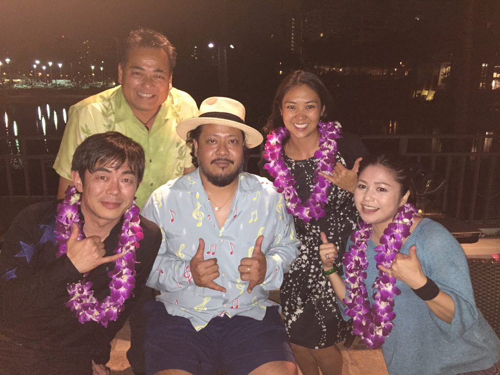 Rimi Natsukawa (bottom right) at an after-concert party with 2016 HUOA officers Tom Yamamoto (top left) and Lynn Miyahira Krupa (top right), Kazufumi Miyazawa (bottom left) of The Boom and Kiyosaku Uezu (wearing hat), lead singer of Mongol800. (Photo by Shari Tamashiro)