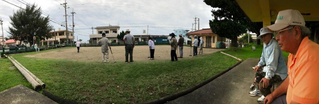 Dropping in on Nagahama roujinkai (elder neighborhood group) friends playing gateball recently, including friend Shimori Toma (on the sidelines wearing long-sleeved blue jacket)