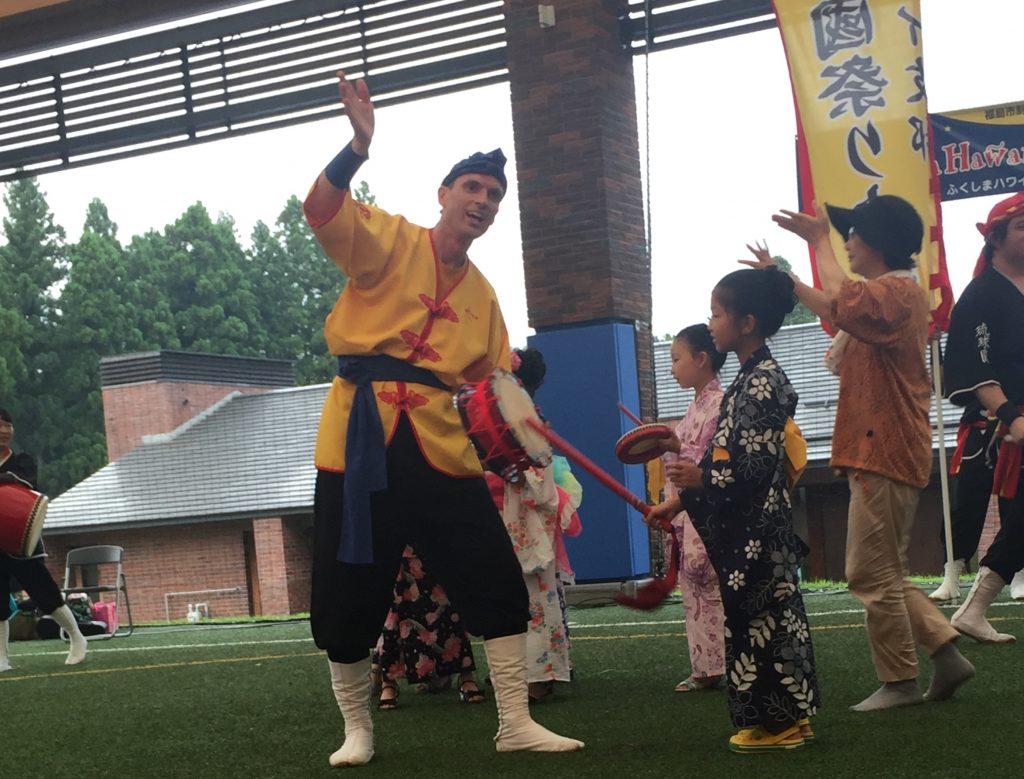 RMD Hawaii member Jonathan Loomis invites a kimono-clad girl from Fukushima to make some noise on his shime daiko.