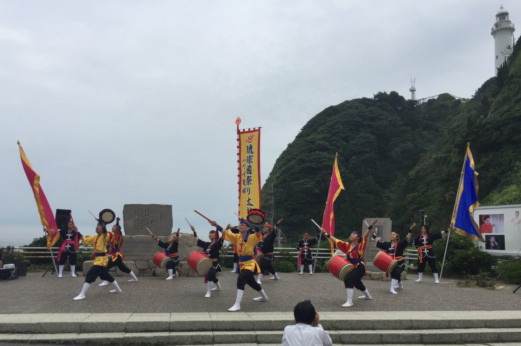 Ryukyukoku Matsuri Daiko Hawaii members performing in the shadow of the Shioyazaki lighthouse (top, far right). (Photos courtesy Melissa Ching)
