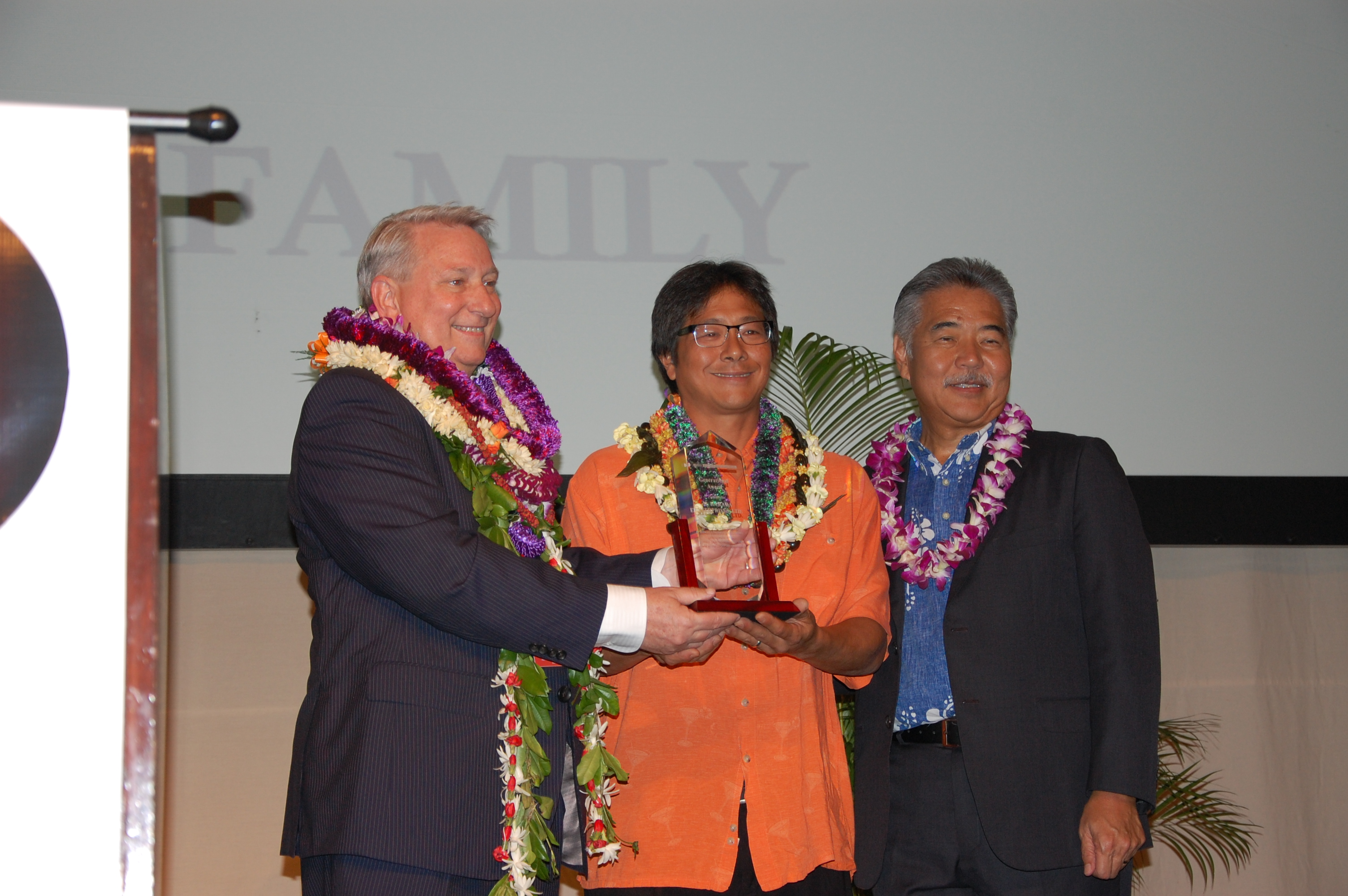 Scott Harada, representing Marian Harada Enterprises, Inc. accepted the 2017 HJCC Generational Award, which was presented by immediate past president Dave Erdman (left) and Gov. David Ige.