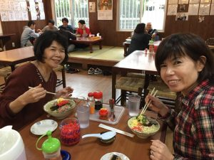 Sisters Keiko (right) and Yasuko get ready to devour their soba. (Photos by Colin Sewake)