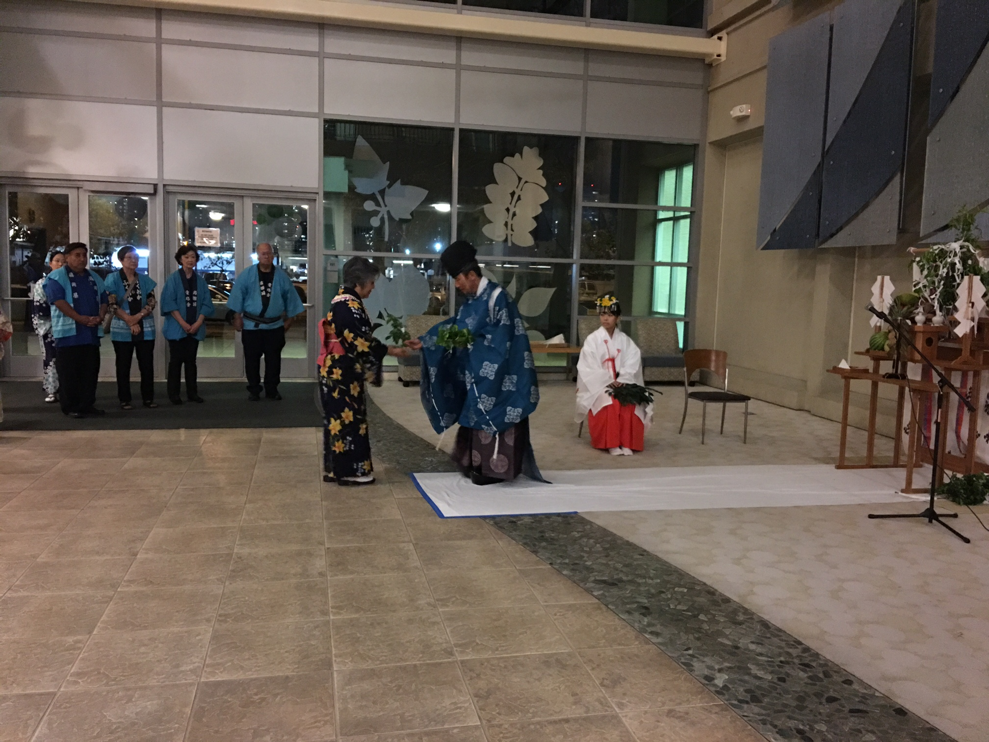 Rev. Akihiro Okada presents a tamagushi to UJSH president Sheree Tamura. (Photos by Jodie Ching)