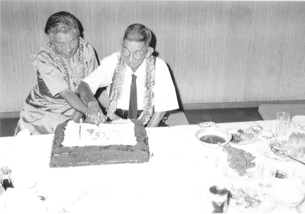 Hide and Aijurö cut their 50th anniversary wedding cake (circa 1960).