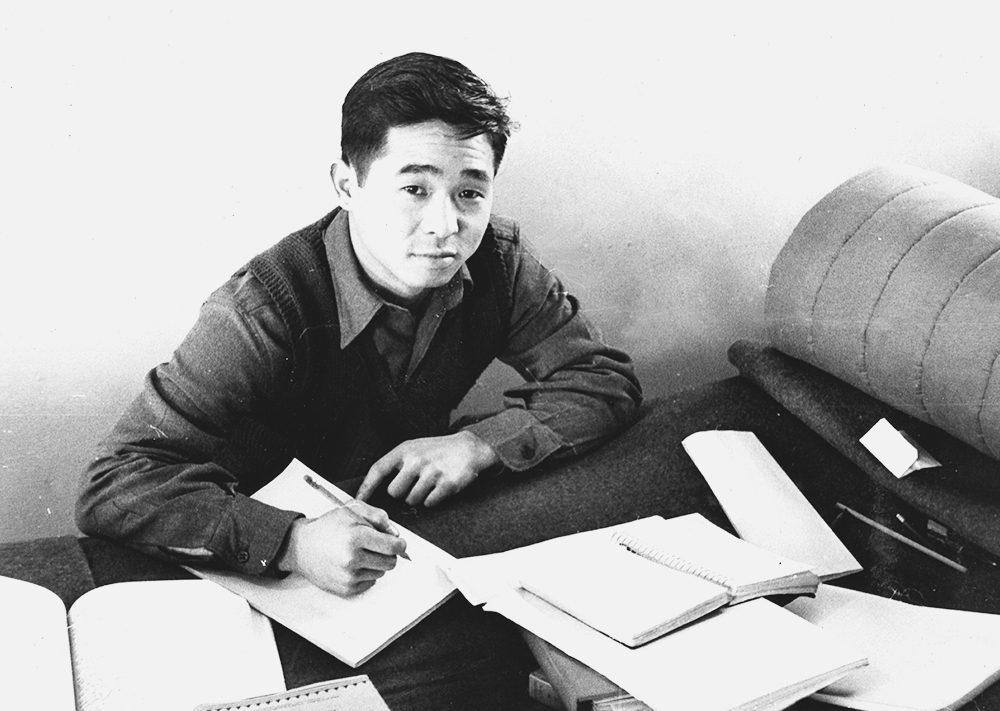 Kazuo Yamane uses his bunk to study at the Military Intelligence Service Language School at Camp Savage, Minn. (Photos courtesy Yamane family)