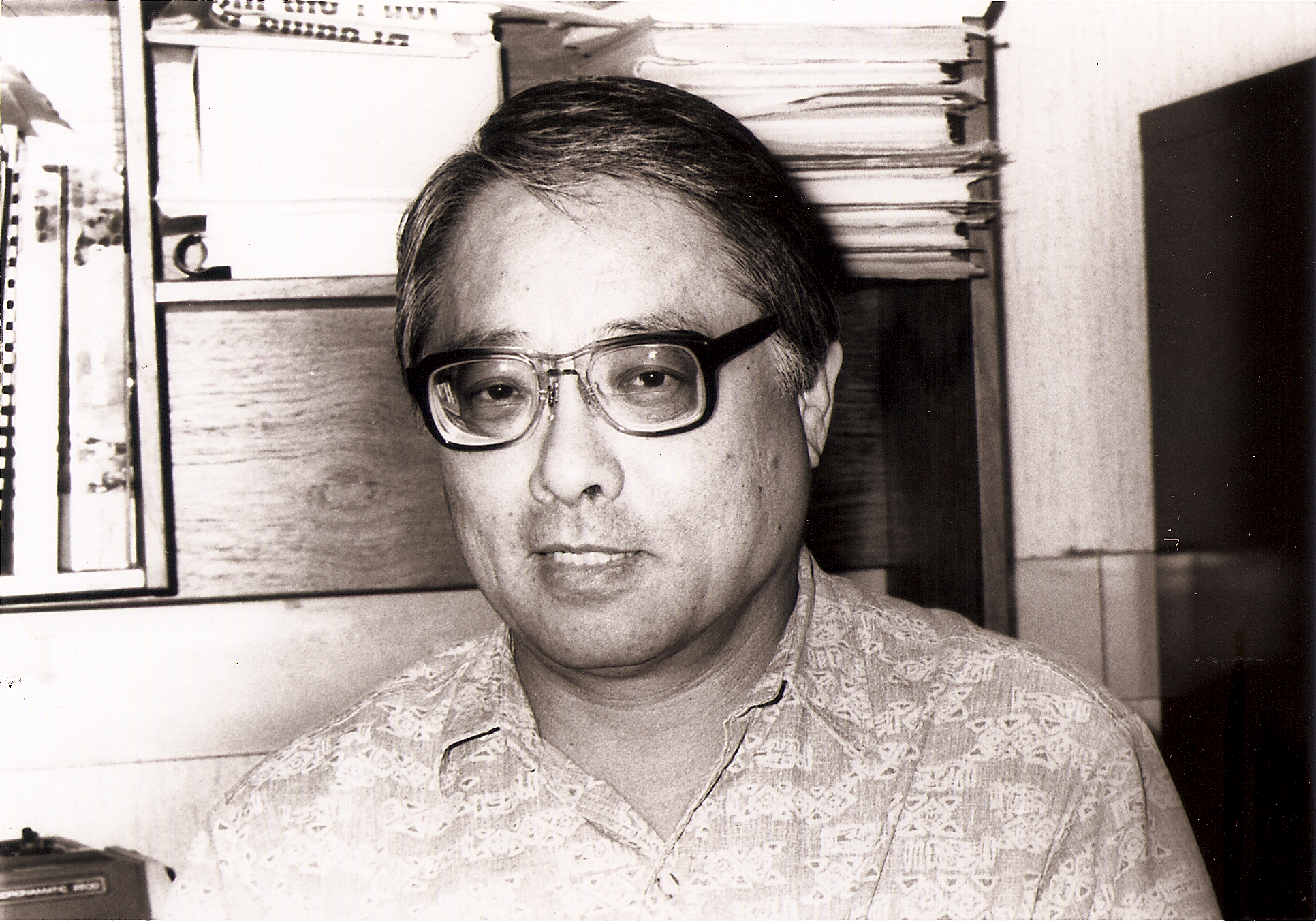 Black and white photo of Gordon Sakamoto in 1994