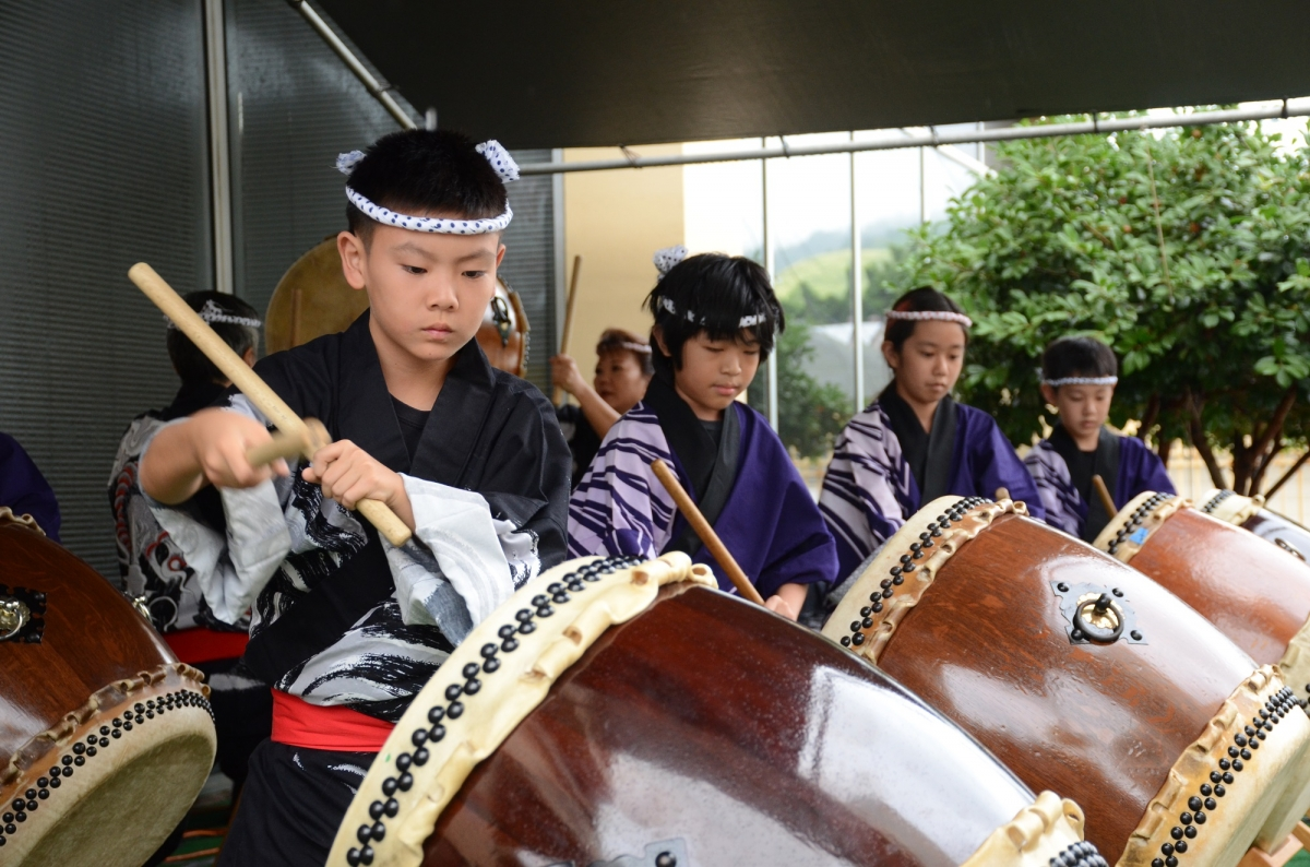 Children playing the Taiko drums for New Years at JCCH 2018 Ohana Festival