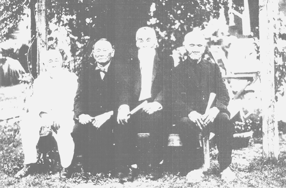 An old photo of four Gannemono taken in 1922