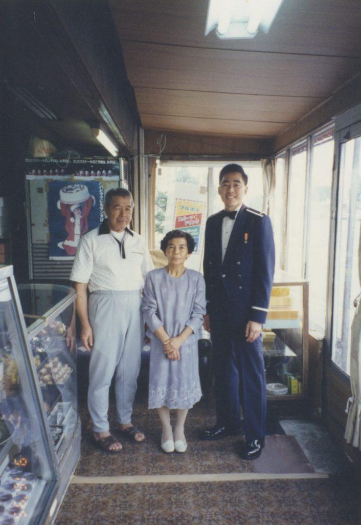 Colin visiting with Keiko's parents, Saburo and Shigeko Yamakawa, at their manju bakery, Yamakawa Okashi, in the Yamazato area of Okinawa City.