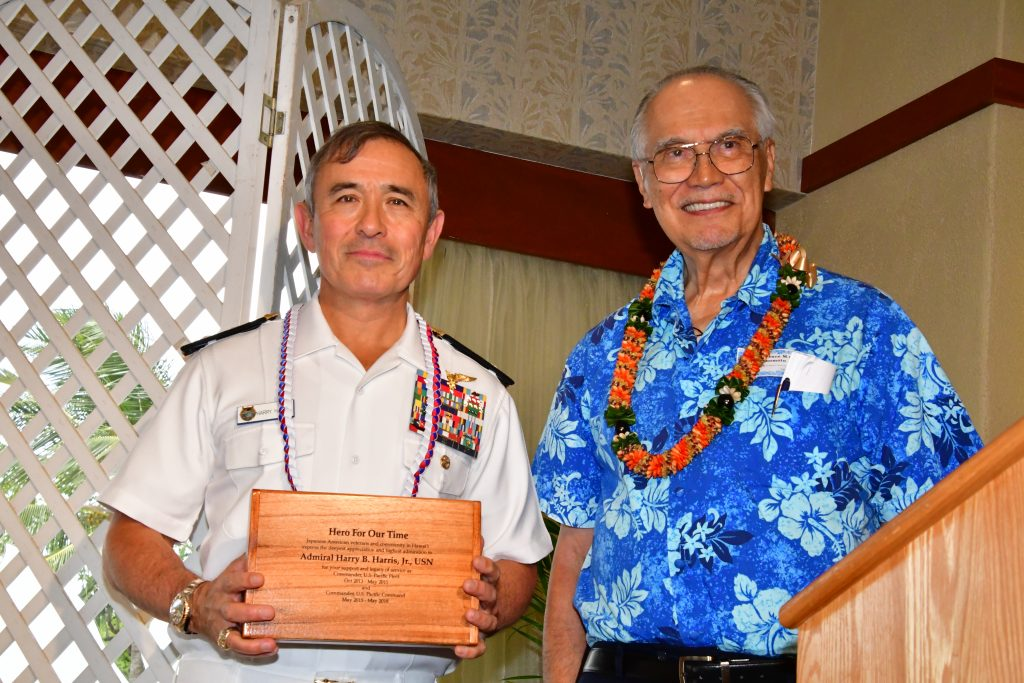 Adm. Harris with the specially inscribed koa wood box that MIS Veterans Club of Hawaii president Lawrence Enomoto presented to him on behalf of the banquet attendees. (Photo by Ann Kabasawa)