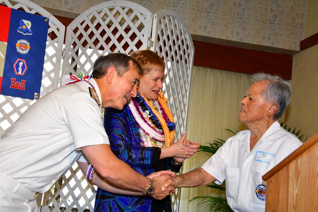 "Adm. Harry Harris and wife Bruni Bradley thank Military Intelligence Service veteran Shinye Gima for the ""Harris Hurrah!"" that he led in their honor. (Photo by Ann Kabasawa)"