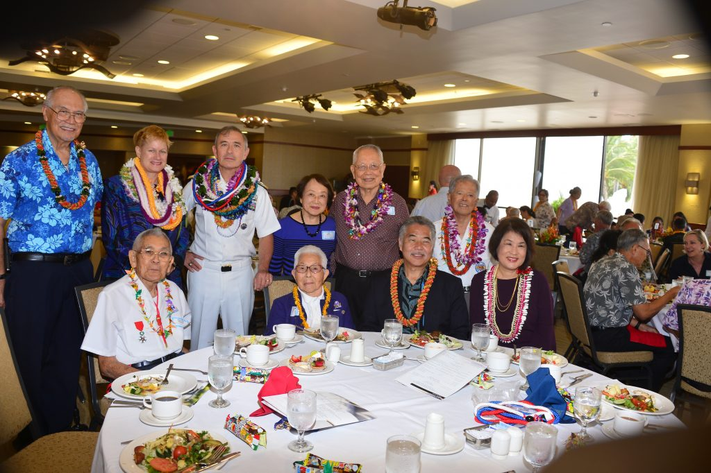 Veterans from the 100th Battalion, 442nd RCT and MIS joined Adm. Harris and Bruni Bradley at their table. Seated, from left: 442nd veteran Robert Kishinami and wife Yoshiko, Gov. David Ige and first lady Dawn Amano-Ige. Standing, from left: MIS Veterans Club president Lawrence Enomoto; Bruni Bradley; Adm. Harry Harris; Lynn Shimizu and her husband Kazuto Shimizu, a 100th Battalion veteran, and MIS veteran Shinye Gima. (Photo by Pat Thomson)