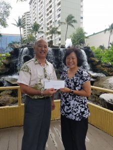 John Teruya, general manager of Pagoda Floating Restaurant (left), with second prize winner Judy Watanabe.
