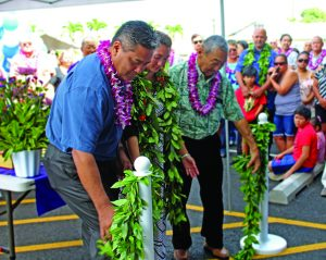 KTA Express Kealakekua store director Hoku Kamakau (center) joins KTA Superstores president and COO Toby Taniguchi (far left) and company chairman and CEO Barry Taniguchi (far right) for the market's April 14 grand opening. The Kealakekua community also turned out to welcome the new store. (Photos courtesy Toby Taniguchi)