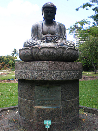Kanagawa Prefecture Gov. Bungo Tsuda presented a replica of the Great Buddha of Kamakura to the City and County of Honolulu, which gave it a permanent home in Foster Botanical Garden.