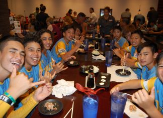 Group photo of 2018 Little League World Champions eating at Agu Ramen