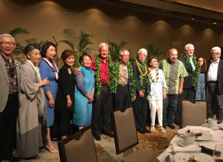 Dr. Sen enjoys time with friends at the banquet on July 20. From left: Urasenke supporters Kishichiro and Hidemi Amae, Masako Ito, Lynne Waihee, Donna Tanoue, Mayor Kirk Caldwell, Consul General Koichi Ito, Dr. Sen, Jean Ariyoshi, former Gov. John Waihee, Hawai'i Supreme Court Chief Justice Mark Recktenwald and his wife Gailynn and Deputy Consul General of Japan Takayuki Shinozawa.