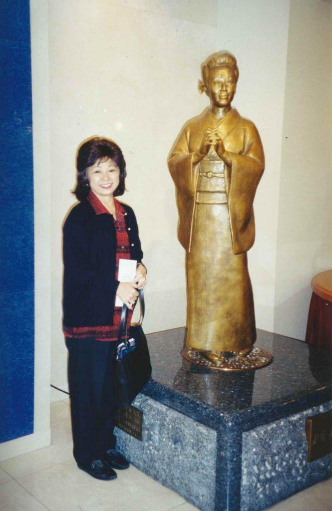 Lorraine Kaneshiro stands beside a bronze statue of Misora Hibari at the Hibari museum in Kyöto. (Photo courtesy Kaneshiro family)