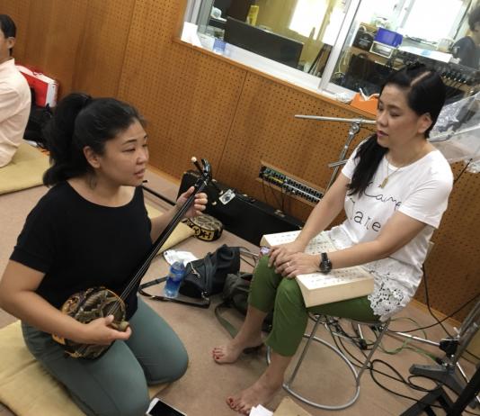 Jodie Ching practices with Chikako Shimamura-Sensei. (Photo by June Uyeunten)
