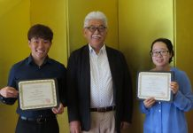 Deputy Consul General Takayuki Shinozawa with scholarship recipients JiaJie He (left) and Yunmi Kim. (Photo courtesy Japanese Consulate)