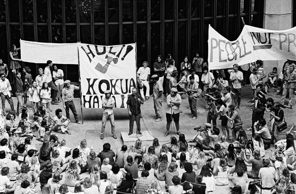 Kokua Hawaii helped organize a demonstration against the eviction of farmers and native Hawaiians from Kalama Valley at the StateCapitol. Other groups organizing against development in and aroundKalama Valley included the environmental group Save Our Surf. (Photo courtesy of EdGreevy)