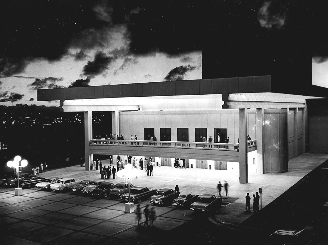 The newly built Kennedy Theatre on the UH-Mänoa campus in 1963.