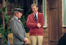"David Newell and Fred Rogers in a scene from ""Mr. Rogers' Neighborhood."" (Credit: Lynn Johnson)"