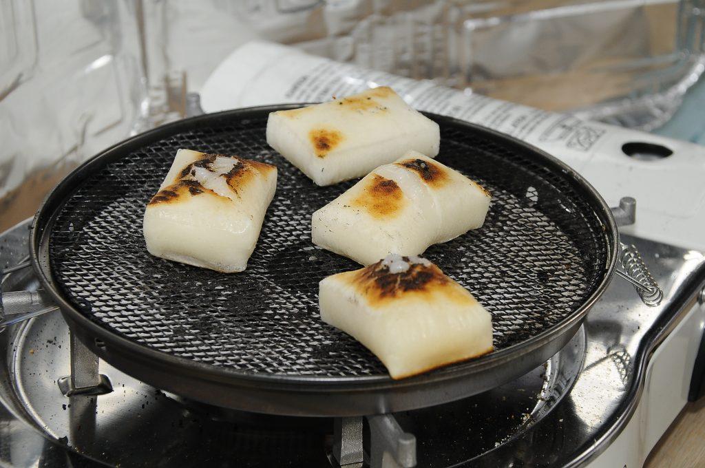 Doesn't that grilled mochi look absolutely scrumptious? Mmmmmmm …