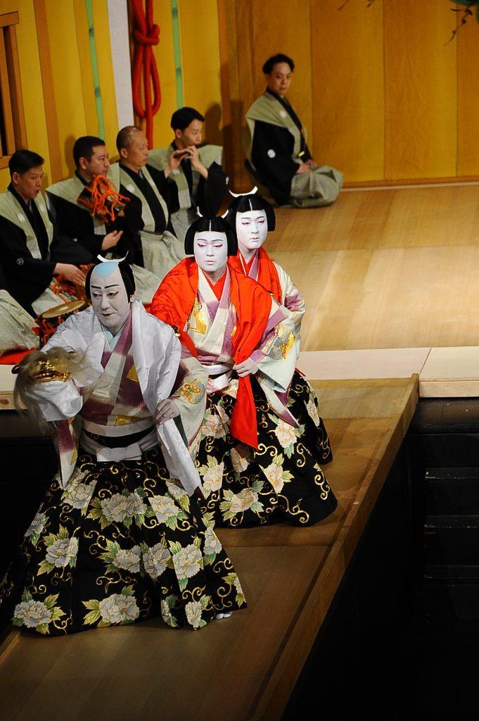 Shikan Nakamura and his sons Fukunosuke Nakamura and Hashinosuke on the Kennedy Theatre hanamichi. (Photo by Wayne Shinbara)