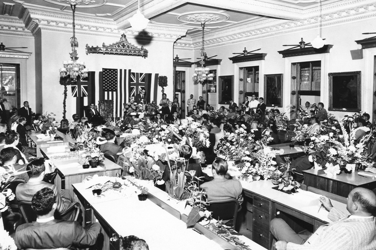 The 1959 Legislature meeting in the former Throne Room. (Photo courtesy Hawai'i State Archives)