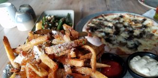 Moku Kitchen: fries, pizza and green beans. (Photos by Ryan Tatsumoto)