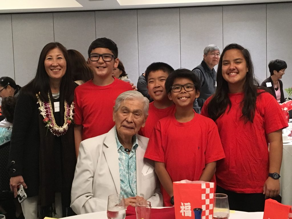 """The four 11-year-old """"Short Stay"""" students took a photo with former Gov. Ariyoshi. From left: trip chaperone Joyce Inouye, Riley Asakura from Konawaena Middle School, Jonathan Kimura from Haha'ione Elementary School, Isa Deer from Keone'ula Elementary and Jordan Tapper from 'Iolani School."""