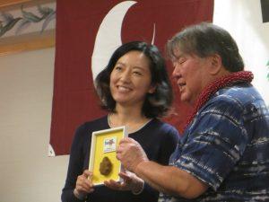 Wayne Miyao recognized Megumi Honami, the kenjinkai's representative to the United Japanese Society of Hawaii's Kenjinkai Young Achiever Recognition Program.