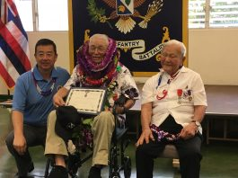 Jeff Morita with 100th Battalion veteran Tsuyoshi Thomas Nikaido, who received his Legion of Honor medal this past March. (Photo by Karleen Chinen)