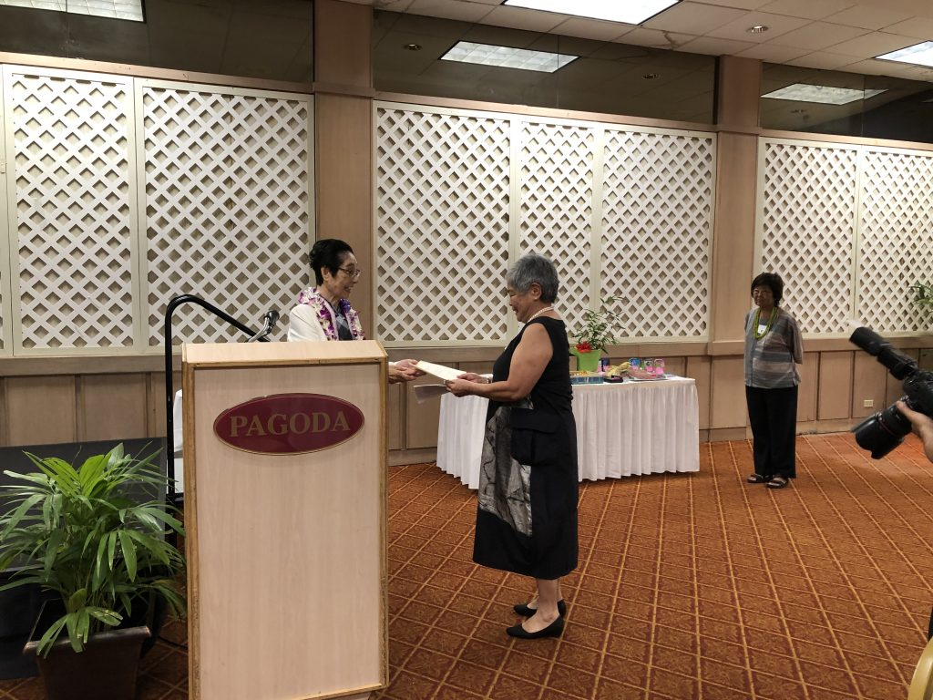 Sachie Saigusa-Sensei presents Stephanie Pauling with a Beginner's Certificate of Achievement. (Photo by Jodie Ching)