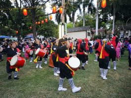 Hawaii Eisa Shinyu Kai taiko drummers in full swing.