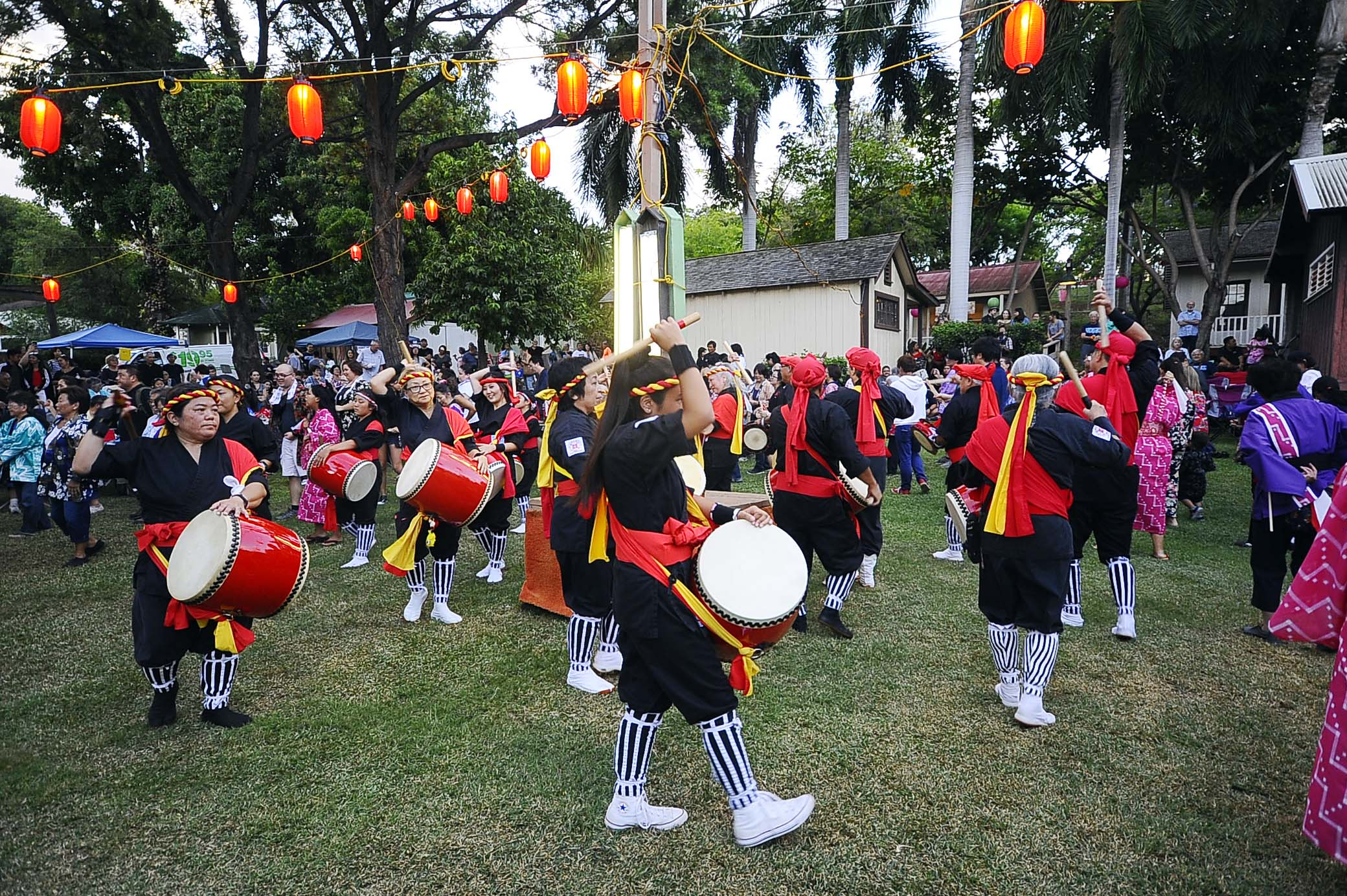Hawaii Eisa Shinyu Kai taiko drummers in full swing.