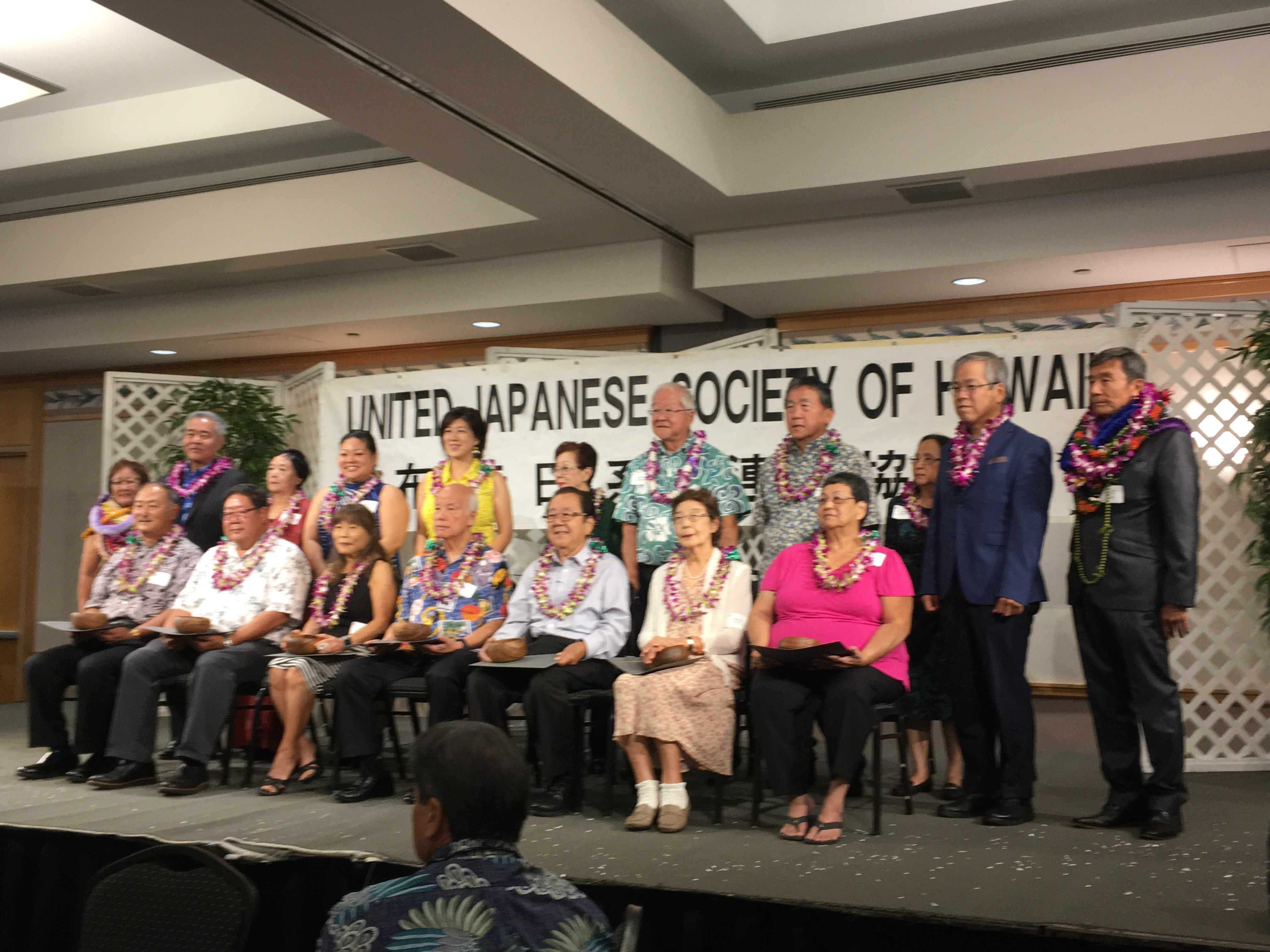 The Kenjin Kai Outstanding Member Award honorees in a group photo with several of the invited guests, including Gov. David Ige and Consul General of Japan Koichi Ito, and UJSH leaders.