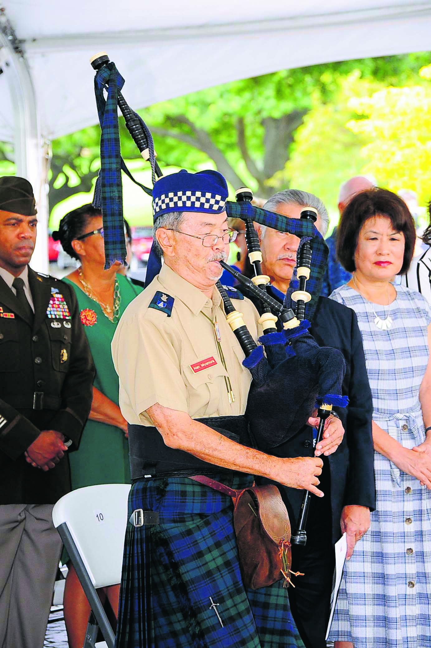 Alan Miyamura plays a musical rendition honoring the Nisei soldiers on his bagpipe.