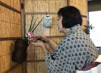 Omotesenke Domonkai Hawaii member Reiko Lewis carefully waters her floral arrangement during the hanayose (flower offering) — one of the Seven Exercises, or Shichiji-shiki, established by Sösa Sen VII (1705-1751).