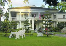 Front lawn with Christmas decorations of Washington Place
