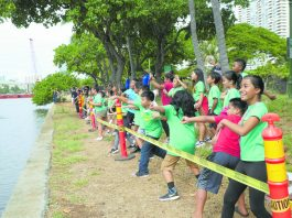 Ala Wai Elementary preschoolers throwing their Genki Balls into the Ala Wai Canal.