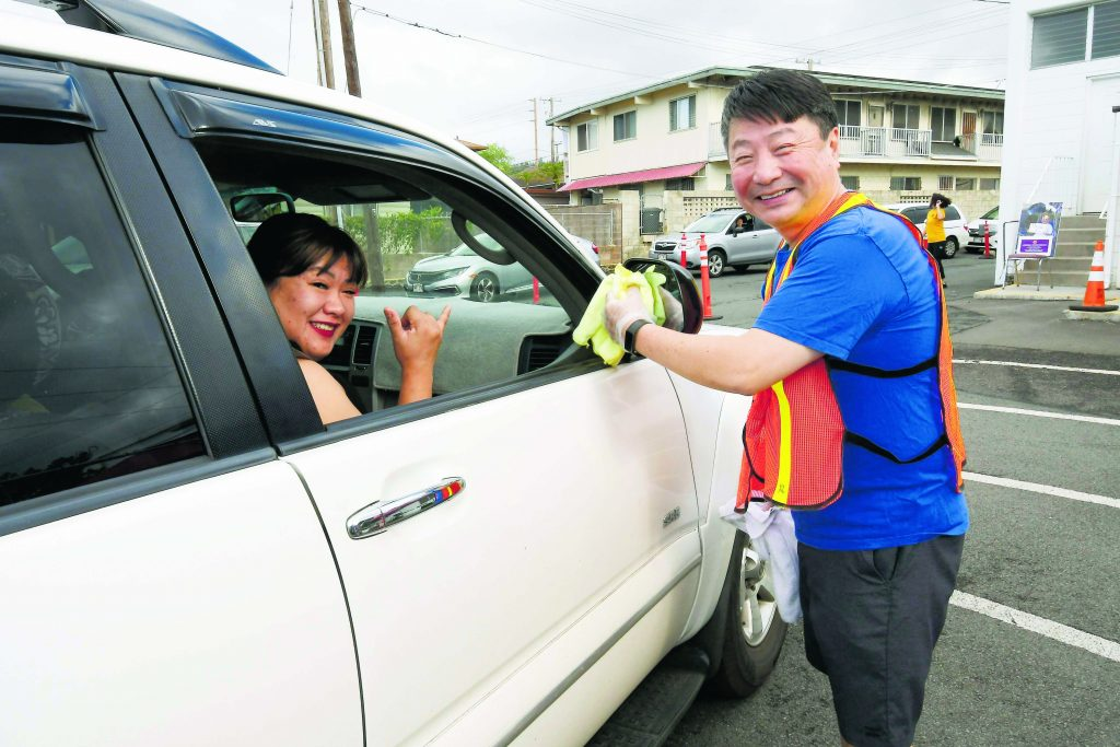Everyone had a job to do . . . even the Rev. Shindo Nishiyama, Jikoen's resident minister. He happily threw in a bonus mirror wipe-down for supporters as volunteers brought their orders out to their car.